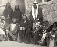 Despite controversies, all accounts agree that Lawrence (in the centre, on Prince Feisal´s left) was a valued adviser serving Prince Feisal and the Arab Revolt. Colorful Pictures, Old Pictures, Old Photos, Arab Revolt, Palestine History, Lawrence Of Arabia, Baghdad Iraq, Le Far West, Ottoman Empire