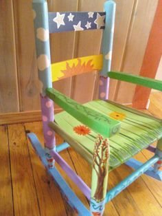 New Ideas For Creative Children Painting Rocking Chairs Painted Kids Chairs, Painted Rocking Chairs, Whimsical Painted Furniture, Childrens Rocking Chairs, Hand Painted Furniture, Funky Furniture, Refurbished Furniture, Painted Stools, Painted Wood