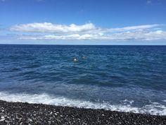 La Gomera - zu zweit im Meer an menschenleerer Bucht mit Kieselstein Strand http://infarbe.blogspot.de/2015/08/zuruck-aus-la-gomera-mit-ungeschminkten.html
