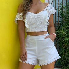 La imagen puede contener: una o varias personas y pantalones cortos Short Outfits, Summer Outfits, Stylish Dresses For Girls, Chor, Pretty Dresses, Casual Looks, Ideias Fashion, Fashion Dresses, Clothes