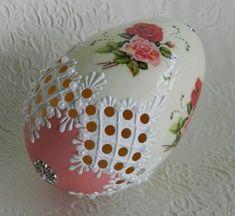 Witam Was :) Jak w tytule - nie zwariowałam , ale robię pisanki , teraz latem :) Mam teraz czas i chęć do ich tworzenia. Cóż więc mnie moż... Egg Crafts, Easter Crafts, Arts And Crafts, Christmas Bulbs, Christmas Crafts, Egg Shell Art, Carved Eggs, Ukrainian Easter Eggs, Faberge Eggs