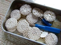crocheted buttons tutorial.  http://mademoisellechaos.blogspot.com/2010/02/alive-and-kickin.html