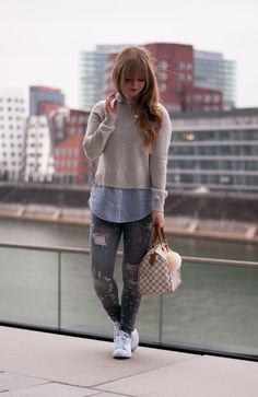 favoruite-casual-look-for-fall-autumn-preppy-style-university-outfit-louis-vuitton-speedy-azur-stan-smith-adidas-sneakers-5