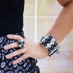 Black and White sempre na moda! ✨Detalhes... Pulseira Bel e Anel Rumanez #artdecobijoux #aneis #pulseira #blackandwhite #classico #pb #pretoebranco #urban #gipsy