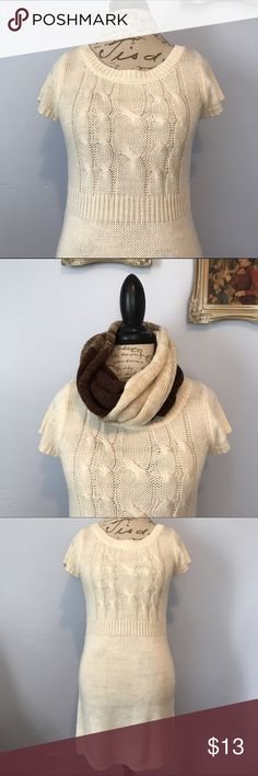 🍂Sweater Dress Infinity Scarf Duo Large Juniors size large sweater dress. Never worn. Comes with infinity scarf. Comment with any questions you may have. lei Dresses Midi