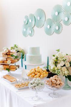 ideas decorar mesa dulce con abanicos de papel