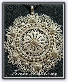 embroidered filigree necklace (namely telkari in Turkish traditional jewelry art) I would like to try using all beads Filigree Jewelry, Silver Filigree, Metal Jewelry, Antique Jewelry, Silver Jewelry, Vintage Jewelry, Paper Jewelry, Jewelry Art, Jewelry Design