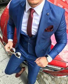 9b298302a998 costard homme, costume bleu roi, cravate fine en bordeaux, mouchoir de  poche en bordeaux, gilet en bleu roi, costume 3 pièces homme, lunettes de  soleil aux ...