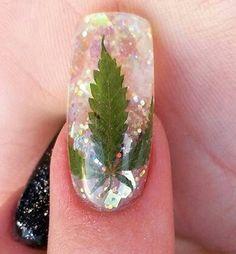Marijuana Leaf Acrilic Nail Art