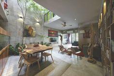 CASA EN MALASIA. El patio cerrado suma metros a la sala de estar. (Fotos: Ian Wong)