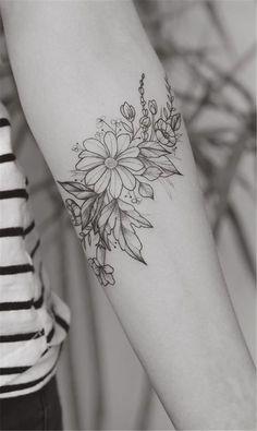 Gänseblümchen Tattoo auf dem Arm - Flower Tattoo Designs - Tattoo World Tattoo Dotwork, 16 Tattoo, Back Tattoo, Wrap Around Tattoo, Aster Tattoo, Wild Tattoo, Pretty Tattoos, Beautiful Tattoos, Cool Tattoos