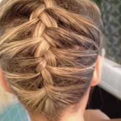Upside down french braid?   Wish I could see the top.   Pretty.