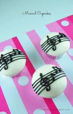Cupcakes Musicales y C�mo Cubrir un Cupcake con Fondant