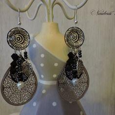 Boucles d'oreilles pendantes estampe et cabochon