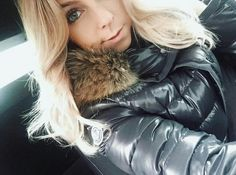 is coming ?Winter is coming ? Cool Jackets, Jackets For Women, Winter Jackets, Down Suit, Beautiful Young Lady, Down Puffer Coat, Elegantes Outfit, Puffy Jacket, Winter Is Coming