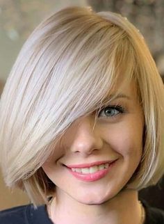 Searching for latest hair colors with bob cuts to show off in year You just need to see here awesome trends of short bob haircut styles with bangs for modern and cute hair look in year Bob Haircuts 2017, Best Bob Haircuts, Modern Bob Hairstyles, Cool Hairstyles, Bob Haircut With Bangs, Haircut Styles, Short Hair Cuts, Short Hair Styles, Chin Length Bob