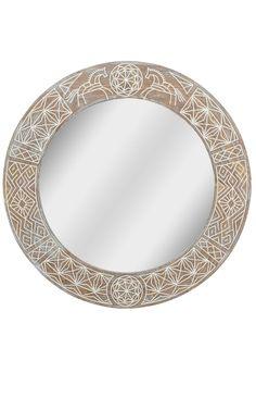 Круглое зеркало средних размеров гармонично дополнит большинство современных интерьеров. Данного размера вполне достаточно, чтобы увидеть себя в полный рост. При этом оно не выглядит громоздким, не перегружает пространство.