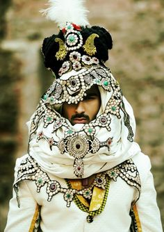 Ali Xeeshan collection, men - the height of exaggerated fashion.