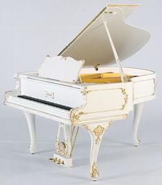 The P 173 Breeze Rococo grand piano is part of the PETROF style instruments collection. It has an unmistakable tone, characteristic of PETROF grand pianos.
