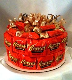 Great gift for the peanut butter lover! This would be great for my dad! BIrthday (or other occasion) cake made of Peanut Butter Cups ; Candy Cakes, Cupcake Cakes, Cupcakes, Food Gifts, Craft Gifts, Candy Bouquet, Sucker Bouquet, Candy Gifts, Peanut Butter Cups
