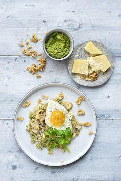 """Het lekkerste recept voor """"Quinoa met pesto en een eitje"""" vind je bij njam! Ontdek nu meer dan duizenden smakelijke njam!-recepten voor alledaags kookplezier! Zesty Quinoa Salad, Southwest Quinoa Salad, Easy Taco Salad Recipe, Chopped Salad Recipes, Paleo Recipes Easy, Healthy Salad Recipes, Couscous, Shredded Chicken Salads, Asian Pasta Salads"""