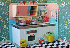 1960s Michael Seidel Toy Kitchen Metal Toys, Tin Toys, Vintage Crockery, Vintage Kitchen, Barbie, Kitchen Candles, Toy Kitchen, Kitchen Playsets, Miniature Kitchen