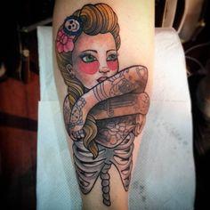 con este tatuaje me despedí  del @tattoofestba !..... muchas gracias a julieth por elegir esta imagen que si bien la modifique quedo muy similar a mi diseño original. y gracias por aguantar hasta el final a pesar de lo que sufriste!😢😢😢😢. bueno los espero a partir de mañana en TIME TATTOO olavarria 2831 entre Garay y castelli.  gracias a todos por el apoyo y los mensajes de buena onda😆 #home #ladytattoo #womantattoo #fullcolortattoo #timetattoostudio #timetattoo #tinitattoo