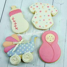 Baby Girl Set 💟 ▪ #baby #babyshower #festainfantil #babygirl #edibleart #sugarcraft #sugarcookies #sugarart #customcookies #decoratedcookies #cookies #biscoitosdecorados #confeitaria #picoftheday #marthabakes #bomdia #instacookies #toronto #artshub #instasweet #torontofood #customcookies #mycupcakeaddiction #torontocookies #madebyme #encontrandoideias #nomnom #cookie #handmade #artwork #madaboutcookies