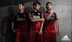 River Plate presenta su nuevo uniforme alternativo