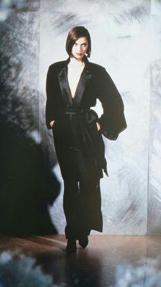 Pyjama du soir en velours de soie et satin de soie noirs. Haute couture hiver 1993/94. Photo David Seidner.