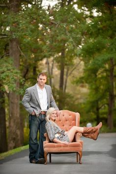 cute engagement photo outfits