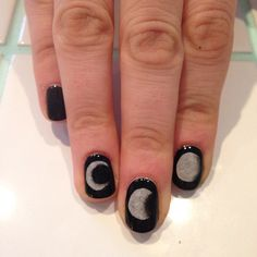 Moon phase! Another design by my fave nail artist @thisisvenice