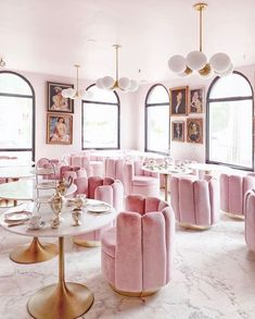 Garrison Inn Ladyfinger Lounge Pink velvet Old World hospitality #hotel #travel #feminine #pink #london #newyork #massachusetts #newengland