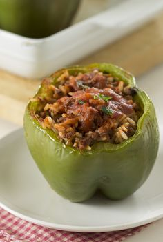 Classic stuffed peppers bring out the best in a simple filling, rice and testy tomato sauce. Classic stuffed peppers go the traditional route and deliver the familiar flavors you crave. Cheap Easy Meals, Cheap Dinners, Inexpensive Meals, Weeknight Dinners, Easy Dinners, Beef Recipes, Cooking Recipes, Recipies, Cooking Ideas