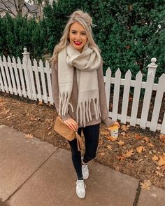 36 Stylish Sweaters Outfit for Cold Winter – Most people want to look their best regardless of the season. However, when temperatures drop to below zero, it can […] Casual Winter Outfits, Winter Fashion Outfits, Fall Outfits, Cute Outfits, Work Outfits, Classy Outfits, Winter Leggings, Black Leggings, Cozy Fashion