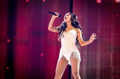 Ariana Grande performing at the AMAs November 2015
