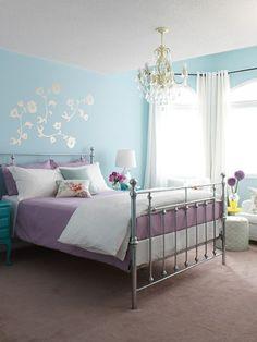 wohnideen schlafzimmer hellblaue wände wanddeko leuchter