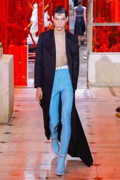 Maison Margiela Spring 2019 Menswear Fashion Show Collection: See the complete Maison Margiela Spring 2019 Menswear collection. Look 14 Men's Fashion, Latest Mens Fashion, Fashion Brand, High Fashion, Fashion Design, Street Fashion, Vogue Paris, Latest Mens Wear, Fashion Show Collection