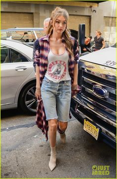 Did Gigi Hadid Just Debut Denim's Big Summer Trend?: Photo Gigi Hadid is in New York city being fashionable like always. The model visited the Tommy Hilfiger offices today in an outfit that is literally making… Denim Skirt Outfit Summer, Bermuda Shorts Outfit, Denim Shorts Outfit, Casual Summer Outfits, Jean Shorts, Outfit 2017, Jean Short Outfits, Black Leather Mini Skirt, Denim Look
