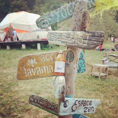 Choose your path wisely!  #Lökki au festival #flow&freeparty d'@arianeroques à l'occasion du lancement du jeu #senourrirenconscience. Avec les supers burgers vegan de @vegalicious_truck et pleins d'ateliers hyper intéressants (mention spéciale pour le yoga du rire) !  #kombucha #vegan #raw #vegan #colibris #aixenprovence #aixmaville #soleil #yoga #goodtimes #gratitude