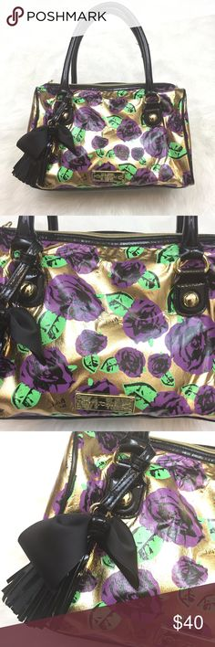 🍀BETSEY JOHNSON Vinyl Flower Print Bag This has been used a few times.  There is wear at the handle as seen in the pictures.  This is in good condition! Betsey Johnson Bags