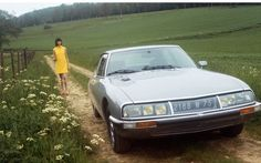 Citroen SM and yellow dress lady in the fields