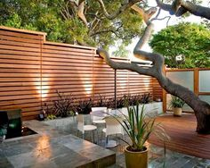 Want garden fence ideas with garden art ideas? These fence decorations are great ways to dress up your outdoor space. If you'd like specific ideas for privacy fences, I've got a collection of 70 Gorgeous Backyard Privacy Fence Decor Ideas on . Backyard Privacy, Backyard Fences, Fenced In Yard, Backyard Landscaping, Landscaping Ideas, Outdoor Privacy, Pool Fence, Farm Fence, Patio Fence