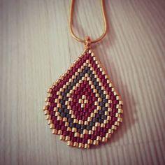 Kolye#miyuki#el emeği#tarz#handmade Beaded Jewelry Patterns, Beading Patterns, Crochet Bedspread Pattern, Beaded Spiders, Peyote Stitch Patterns, Beaded Christmas Ornaments, Native Beadwork, Beaded Cross, Bead Jewellery