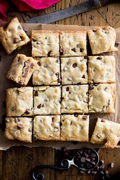 Congo Squares -- incredibly chewy, soft chocolate chip cookie bars! || Sugar Spun Run