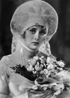 """vintagebrides: """" Actress Dolores Costello known as the """"Goddess of the Silent Screen"""" in She was married to actor John Barrymore and is grandmother to Drew Barrymore. Vintage Wedding Photos, Vintage Bridal, Vintage Photos, Vintage Weddings, Victorian Photos, Vintage Pins, Vintage Ladies, Barrymore Family, Drew Barrymore"""