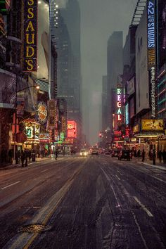 Snowy Night, New York City| Sorry to everyone who hated last winter and all the cold. I love it, though. And I seriously am missing snow. Not that I, as a mere midwestern girl, would know *anything* about snow...
