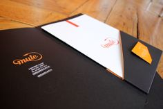 Mute - Visual identity by Marie Brun, via Behance Creative Poster Design, Creative Posters, Business Folder, Corporate Brochure Design, Folder Design, Presentation Folder, Kilimanjaro, File Folder, Name Cards