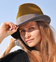 Fedora Outfit, Fedora Hat Women, Western Style, Rock N Roll Style, Derby, Fashion Mode, Felt Hat, Hats, Accessories