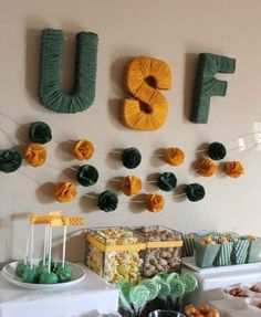 Commemorate your school with yarn-wrapped letters. 39 Clever Tailgating DIYs To Get You In The Spirit Grad Party Decorations, Party Themes, Party Ideas, Diy Party, Table Decorations, Team Spirit Crafts, Yarn Wrapped Letters, Candy Bar Wedding, Grad Parties